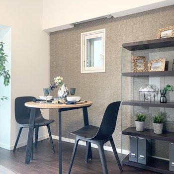 ベージュの壁が素敵です。※家具はサンプルになります