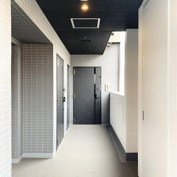 共用廊下はゆとりがあります。