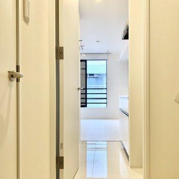 廊下はタイルの床なので、掃除しやすそう。※写真は前回募集時のものです