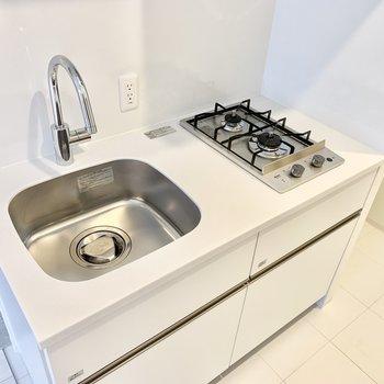 冷蔵庫はキッチンの隣のスペースに置けますよ。※写真は前回募集時のものです