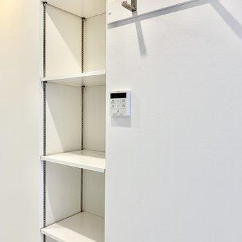 こちらの棚は仕切りの高さ調節可能です。※写真は前回募集時のものです