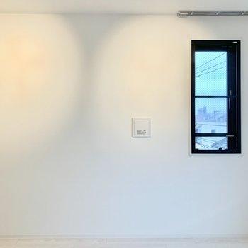 ベッドはこの壁の前に置こうかな。※写真は前回募集時のものです