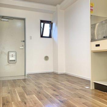 キッチンスペースは広々◯小窓があるので、換気もできますね!(※写真は2階の同間取り別部屋のものです)