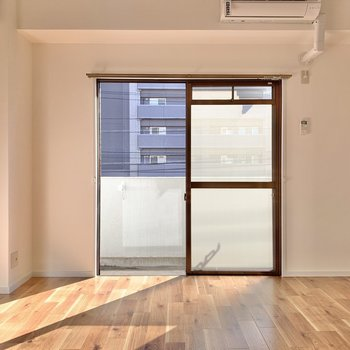 東向きのお部屋です。目覚めはお日様の光で◯(※写真は2階の同間取り別部屋のものです)