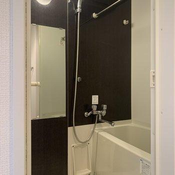 ホテルライクな浴室。※写真は3階の反転間取り別部屋のものです