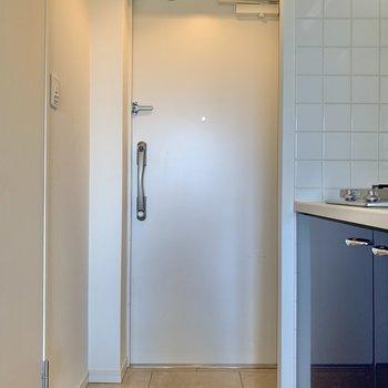 ゆったりとした玄関。※写真は3階の反転間取り別部屋のものです