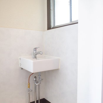 洗面台は玄関のすぐとなりです。