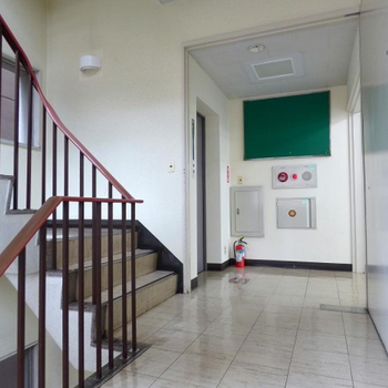 建物内の階段