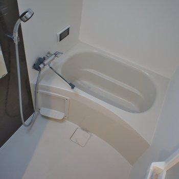 浴室乾燥付きのお風呂♪。※写真は同タイプの別部屋