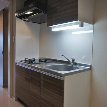 キッチンは2口です。※写真は同タイプの別部屋