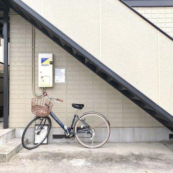 自転車はこちらへ。
