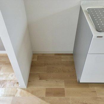 隣は冷蔵庫置き場です。