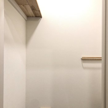 便利な棚も備え付きです。