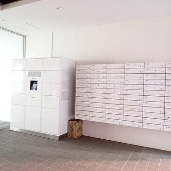 共用部】宅配ボックス、メールボックスは白!しゃれてます。