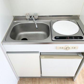 ちょっとコンパクトな単身用キッチンです。