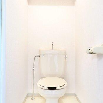 おトイレはシンプルですが清潔です。