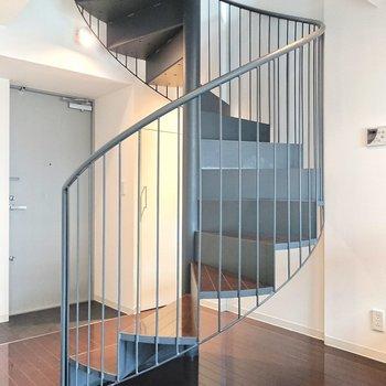 上階へ向かいましょう。