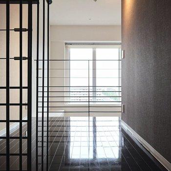 【上階】仕切りが柵なので、広さに対して開放感があります。