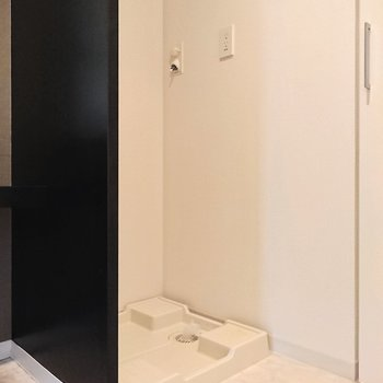 【上階】隣は洗濯機置き場です。