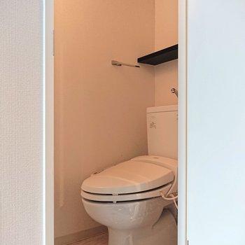 【下階】トイレは温水洗浄便座付きで◎