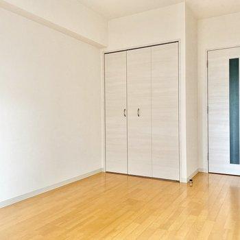 クローゼット側の壁に沿わせてベッドを置こうかな。※写真は前回募集時のものです