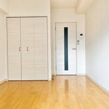白い木目調のドアが柔らかい印象を与えてくれます。※写真は前回募集時のものです