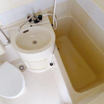 お風呂は3点ユニット。お掃除はまるっと終わりそうです。