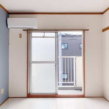新しめのエアコン付きで初期費用抑えられそうです。