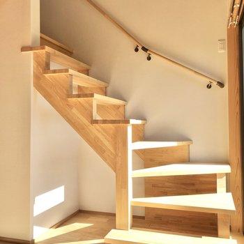 では、階段をのぼって2階へ。