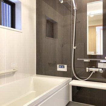 お風呂は浴室乾燥機+追焚機能付き。