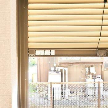 窓はシャッター付きなので留守の際の防犯にお使いいただけます。