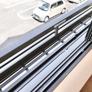 5帖の洋室の窓にはプランターが置けるスペース付き!