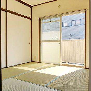 い草のにおいのする綺麗な和室。