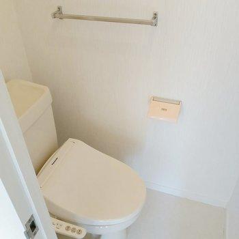トイレはウォシュレット付きで快適!