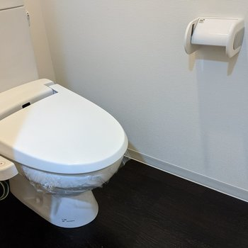 トイレは個室です。温水便座付き。