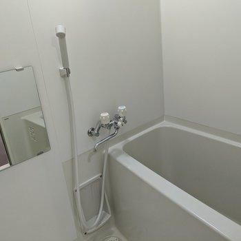 お風呂場はシンプル。