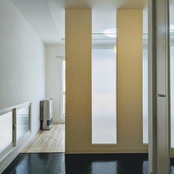 洋室とダイニングは扉で仕切られていないのでお部屋の移動がスムーズに。