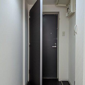 横にある扉カバーを使うことで、