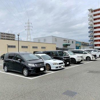 広々駐車場。
