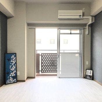 エアコン付きはうれしいポイント◎(※写真は3階の同間取り別部屋のものです)