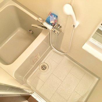 浴槽に浸かる時は体育座りをして。(※写真は3階の同間取り別部屋のものです)