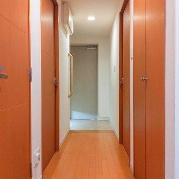 廊下を進んでみましょう。