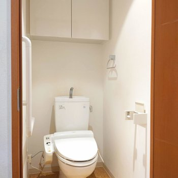 トイレ頭上のシェルフが嬉しいです。