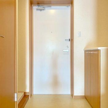 傘立ても置ける広さ※写真は2階の反転間取り別部屋のものです