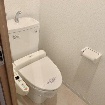 トイレはぴかぴかに保ちたい。ウォシュレット付き。(※写真は3階の同間取り別部屋のものです)