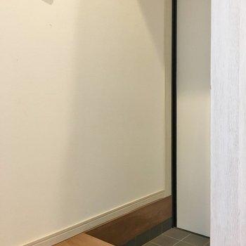 玄関はこじんまりと。※写真は同タイプの別部屋