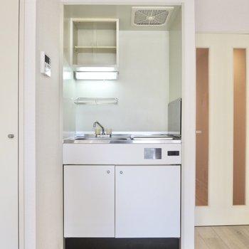 キッチンはすこし小さめです