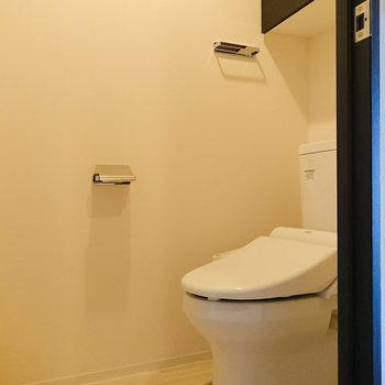 温水洗浄便座付きのトイレが嬉しいです。