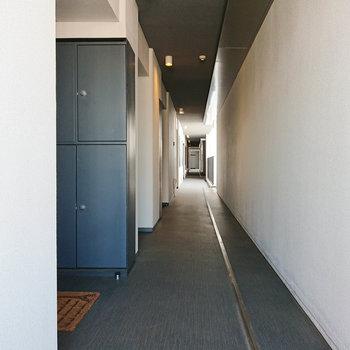 凄くながい廊下ですね。