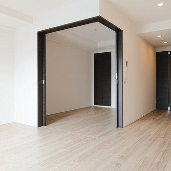 扉を開くと、解放的な空間になります。